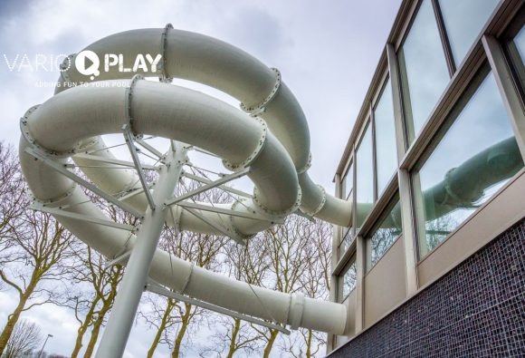 Water slides and attractions, waterglijbanen, waterglijbanen en attracties,Wasserrutschbahnen und Attraktionen